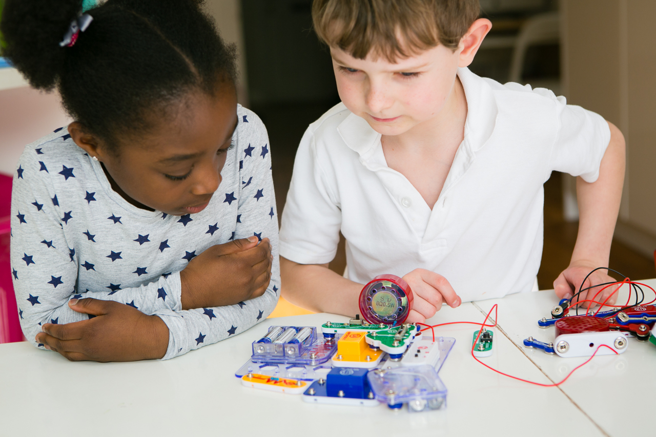 Electronics Sets For Children Kids Electronic Learning Step 3 Learn By Building Circuits From Circuit Diagrams Electricity Ks1 And Ks2 Theschoolrun